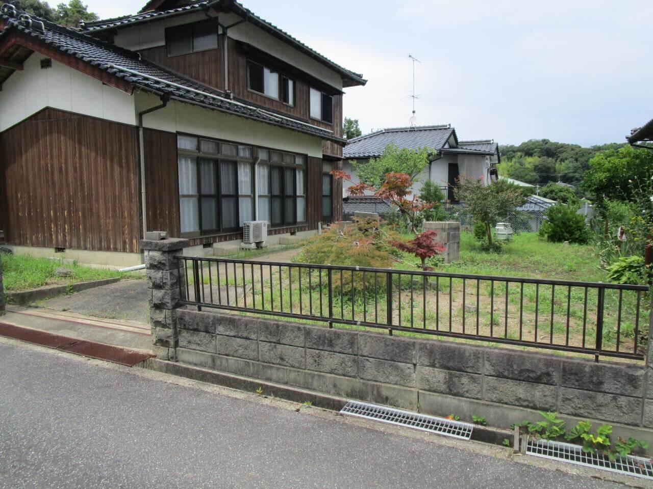 島根県益田市久城町802-95の中古住宅の外観写真