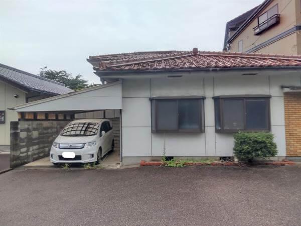 益田市東町の中古住宅の外観写真